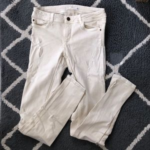 Zara sz 6 slightly distressed stretchy beige jeans